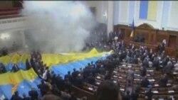 پرتاب تخم مرغ بسوی نمایندگان پارلمان اوکراین