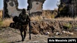 Армянский солдат в зоне конфликта