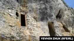 Монашеские келии пещерного монастыря Челтер Мармара под Севастополем