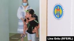 Secția pentru alegătorii din stânga Nistrului de la liceul Gheorghe Asachi din Chișinău, în duminica alegerilor parlamentare anticipate, 11 iulie 2021.