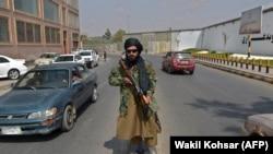 طالبانو دغو ژباړونکو ته خبرداری ورکړی، که چيرې دویحاضر نه شول نو کورنۍ به یې له ګواښ سره مخ شي. انځور- ارشیف