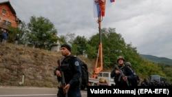 Единица за специјални операции на косовската полиција патролира во областа во близина на граничниот премин помеѓу Косово и Србија во Јариње, 22 септември 2021 година