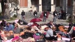 Upornost majki ispred Skupštine Crne Gore