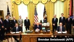 Nënshkrimi i marrëveshjes për normalizimin e marrëdhënieve ekonomike midis Kosovës dhe Serbisë. Uashington, 4 shtator, 2020.