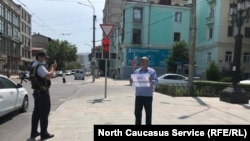 Эдуард Атаев, пикет против беззакония. Махачкала, 28 июня
