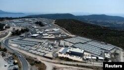 Një fotografi nga lartësia e kampit të migrantëve në ishullin Samos, Greqi, 18 shtator 2021.