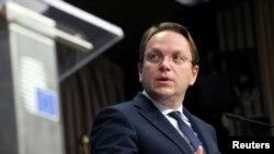 Eврокомесарот за проширување Оливер Вархеји