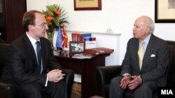 Министерот за надворешни работи Антонио Милошоски и медијаторот Метју Нимиц