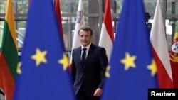 Fransa prezidenti Emmanuel Macron Aİ liderlərinin sammitinə gələrkən
