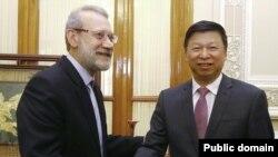 علی لاریجانی، رئيس مجلس ایران، و سونگ تائو، وزیر امور بینالملل حزب کمونیست چین در جریان سفرش به تهران.