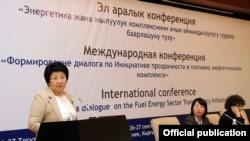 Президент Отунбаева Энергетика боюнча эл аралык жыйында. Бишкек, 26-сентябрь.