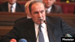 Armenia - Opposition leader Levon Ter-Petrosian addresses a congress of the Armenian Pan-National Movement (HHSh) in Yerevan, 22Dec2012.