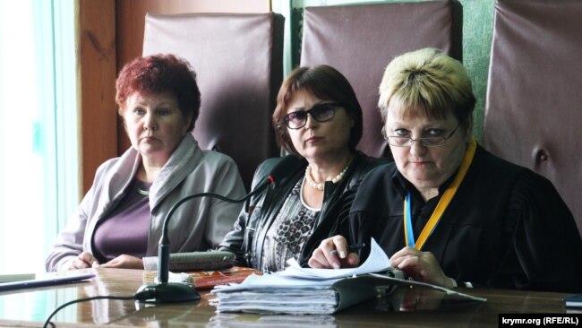 Судья во время судебного заседания по делу о теракте в Новоалексеевке. Май, 2017 года