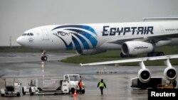 Інший літак компанії EgyptAir на летовищі в Парижі, 19 травня 1016 року