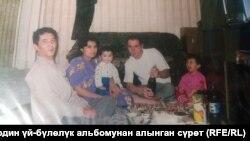Тахиржан мен Илхомжон Хамраевтардың бірге түскен суреті.