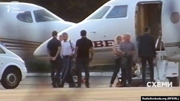 Народний депутат від «Опозиційного блоку» Юрій Бойко в аеропорту «Київ»