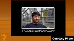 """YouTube видео хостингиндеги телефон сүйлөшүүсүнө чапталган """"Группа 24"""" оппозициялык уюмунун жетекчилеринин бири Шарофиддин Гадоевдин сүрөтү."""