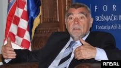 Hrvatski predsjednik Stjepan Mesić na forumu u Bošnjačkom institutu u Sarajevu