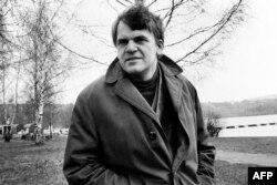 Всесвітньо відомий чесько-французький письменник, поет, прозаїк, драматург Мілан Кундера, 1973 рік