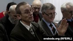 Павал Знавец і Аляксандар Дабравольскі падчас сустэчы дэпутатаў Вярхоўнага савету 13 скліканьня, 15 сакавіка 2013