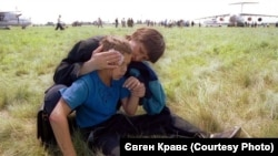 Поранений хлопчик, якого сфотографував Євген Кравс
