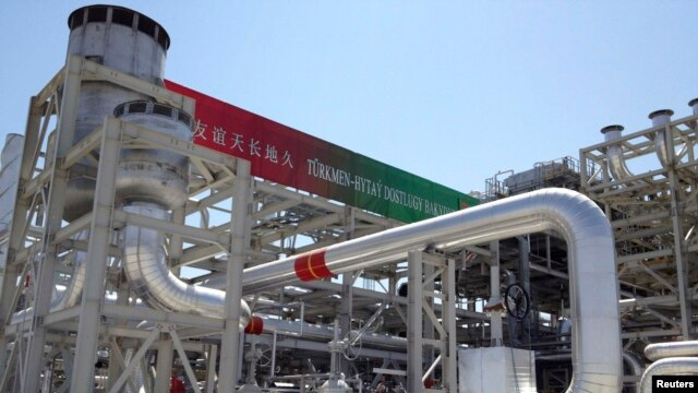 A gas-processing plant at Galkynysh gas field in Turkmenistan (file photo)