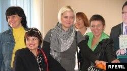 «Республика» газетінің қызметкерлері сот залында. Алматы, 9 қыркүйек 2009 жыл.