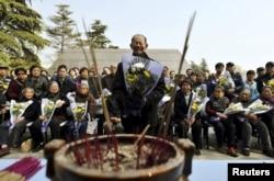 Один из последних остававшихся в живых свидетелей Нанкинской резни на траурной церемонии в 2013 году