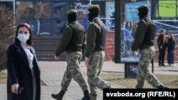 Белорусские силовики на улицах Минска, март 2021 года.
