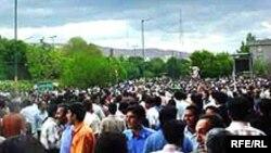 Rəsmi İran qəzetində karikaturaların dərcinə qarşı etiraz aksiyası, Ərdəbil, 29 may 2006