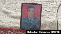 Портрет погибшего Эсентура Кубанычбекова.
