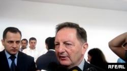 Глава бакинского офиса ОБСЕ Бильге Джанкорель перед журналистами