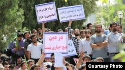 تجمع طرفداران آیین یارسان در مقابل مجلس در سال ۹۲