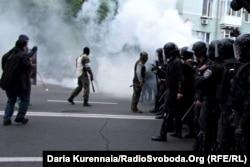 Полиция и неизвестные в масках на улицах Донецка, 27 апреля 2014 года