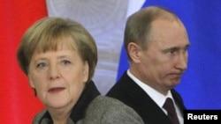 Анґела Меркель і Володимир Путін по-різному дивляться на неурядові організації
