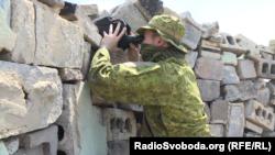 Військовослужбовець ЗСУ з позивним «Янкі» спостергіає