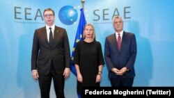 Aleksandar Vučić, Federika Mogerini i Hašim Tači nakon poslednje runde dijaloga u Briselu