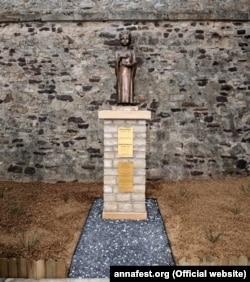 Пам'ятник у бельгійському місті Арлоні