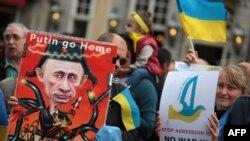 Ресей президенті Путиннің Украинаға байланысты саясатына наразылар. Германия, 29 мамыр 2014 жыл.