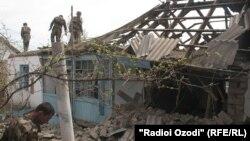 2 апреля 2012 года, Курган-Тюбе борется с последствиями наводнений