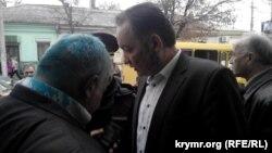 İnsan aqları künü keçirilgen matbuat konferentsiyasında iştirakçilerge zelönka septirdiler, Abmecit Suleymanov ve Eksender Bariyev