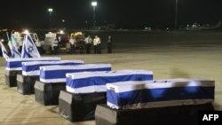Sicriele celor cinci israelieni morți în atacul terorist care a avut loc pe aeroportul Sarafovo, Burgas