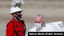 Папа Франциск в аэропорту Ирака