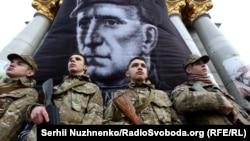 Фото Романа Шухевича на заходах у Києві до роковин його смерті