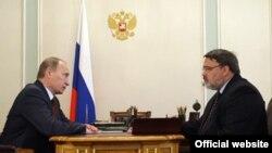 Премьер России Владимир Путин (слева) и глава ФАС Игорь Артемьев обсудили цены на сталь