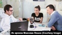 Максим, Тимур Сайфутдинов и Валентина Лаук, участвовавшая в испытании протеза Maxbionic