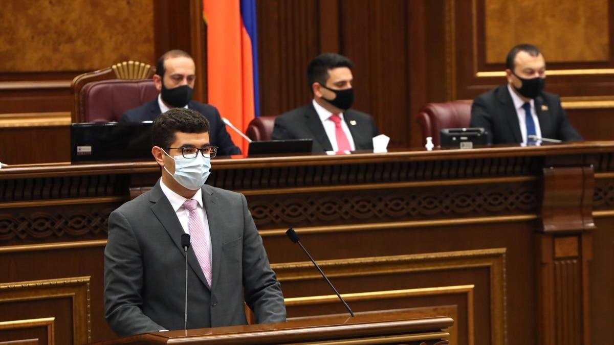 Парламент принял пакет законодательных поправок, призванный заменить режим ЧП