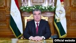 Президент Эмомали Рахмон жарандарды сакал өстүрбөөгө жана хижаб кийбөөгө чакырган.