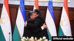 Tacikistan prezidenti Emomali Rahmon özbək həmkarı Shavkat Mirziyoev ilə görüşdə, 9 mart, 2018-ci il