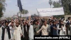 Акция протеста в Афганистане в связи с возведением пакистанского погранпоста на линии Дюрана. 15 апреля 2013 года.